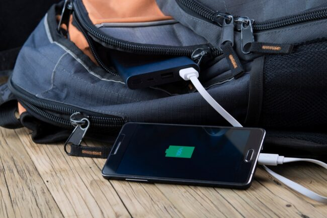powerbank-charging-phone-backpack